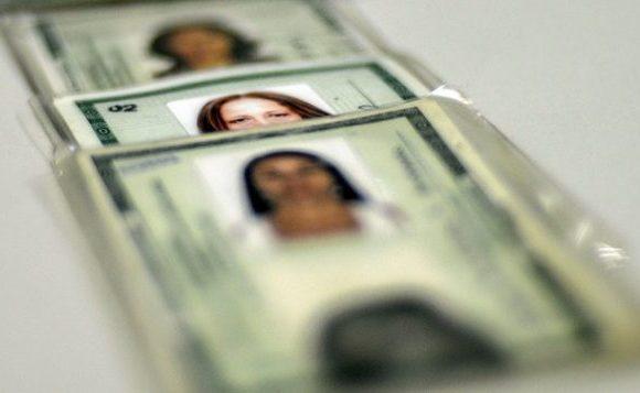 Lei dispensa autenticação e reconhecimento de firma em órgãos públicos